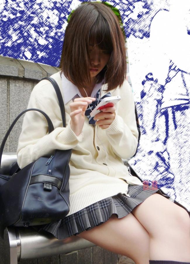 img 5fa7a5cf869af - 【街撮り】女子高生のミニスカートからのび降りる二本の太もも!【画像40枚】