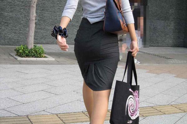 img 5fa907e0c07c8 - 【OL街撮り画像】今日もどデカい尻でオフィス街を歩く美人なOLさんの後ろ姿【34枚】