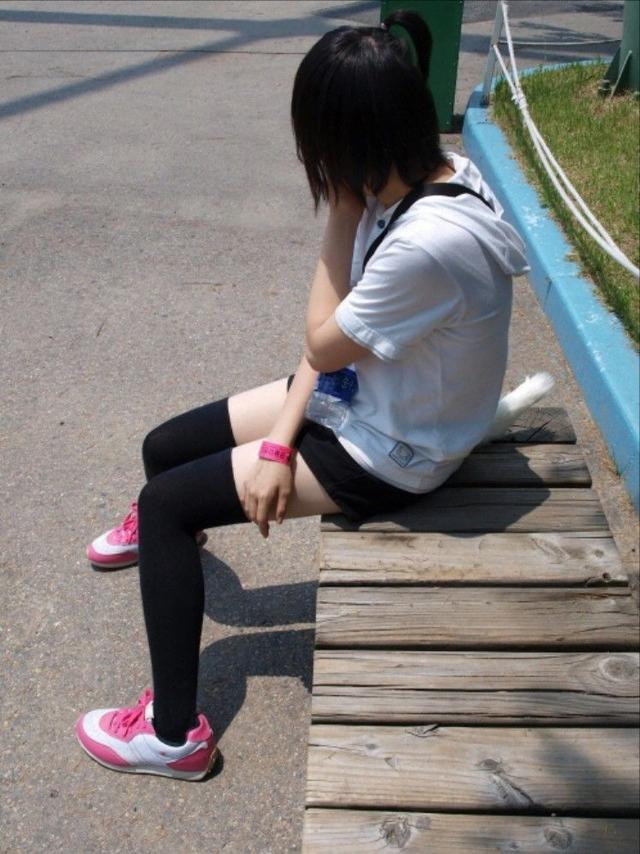 img 5fba5de549de1 - 【街撮り】JS?JC発育が乏しいウブな少女の太ももの画像がエロいっ!!!