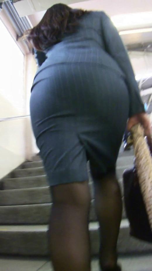 img 5fbe7436a6bc4 - 巨尻OLさんがぴっちぴちのタイトスカートを履いたらこうなる