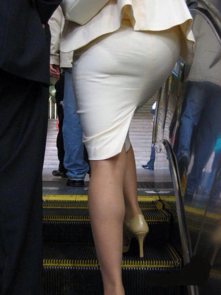 img 5fbe745479163 - 巨尻OLさんがぴっちぴちのタイトスカートを履いたらこうなる