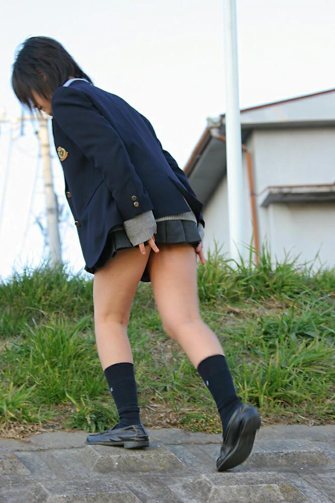 img 5fc0f26022848 - 【ミニスカJK】嘘だろ!?スカートが短すぎてナチュラルにパンチラしちゃう街撮りJK画像