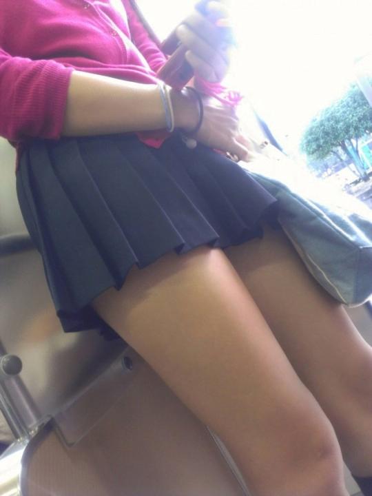 img 5fc4b57c84e6a - 【街撮りミニスカJK】スカートの4回折りに挑戦する天然パンチラ娘なJKたちの画像!