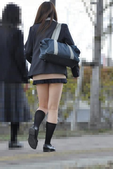 img 5fc4b59c43ac7 - 【街撮りミニスカJK】スカートの4回折りに挑戦する天然パンチラ娘なJKたちの画像!