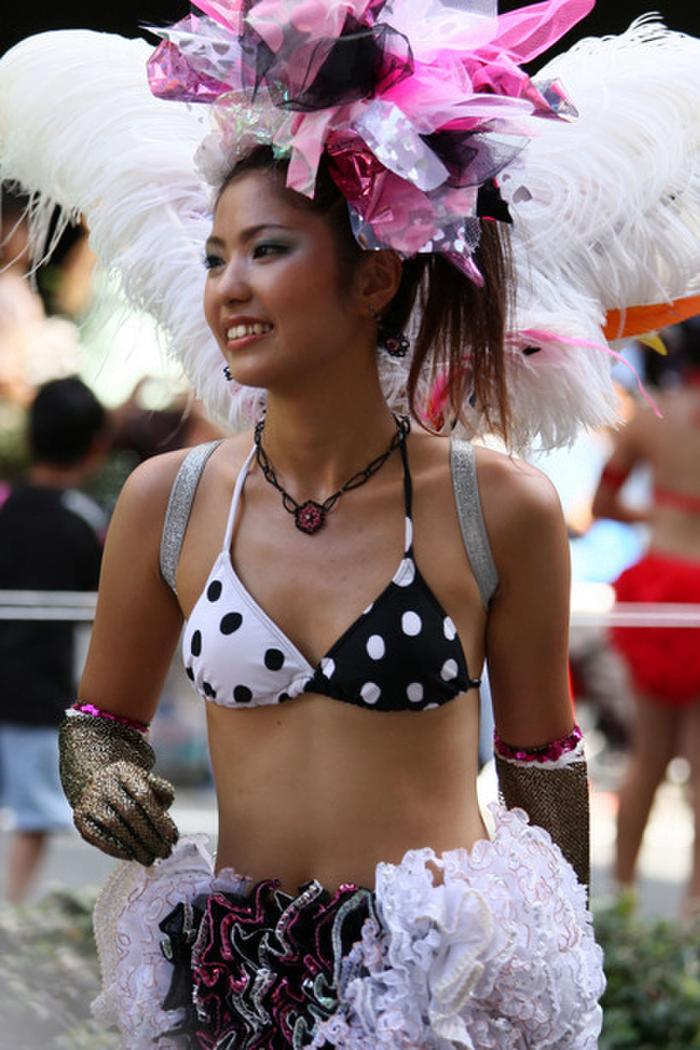 img 5fc8db27bbdc0 - 少し物足りないボディで頑張って踊る日本のサンバダンサーがかわいい
