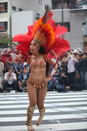img 5fc8db69353b4 - 少し物足りないボディで頑張って踊る日本のサンバダンサーがかわいい
