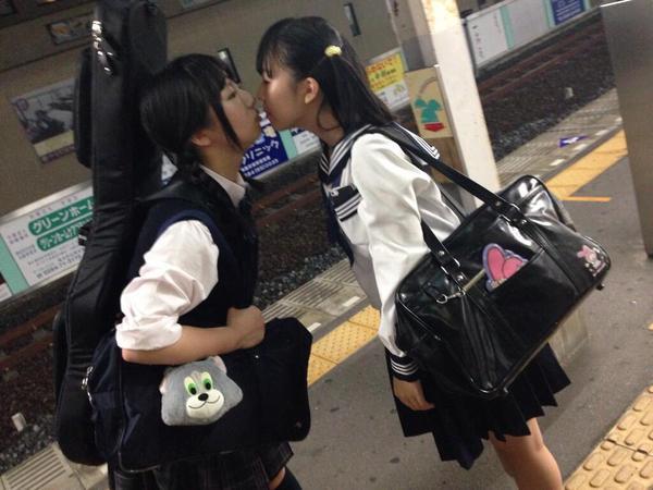 img 60bab96621c80 - 【レズキスエロ画像】女の子って友達同士でふつうにキスするよね。