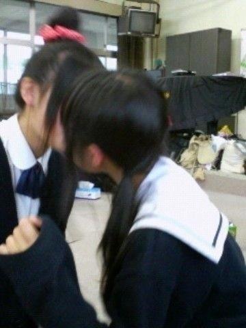 img 60bab978badea - 【レズキスエロ画像】女の子って友達同士でふつうにキスするよね。