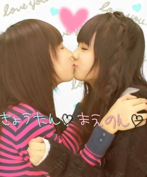 img 60bab97be7f77 - 【レズキスエロ画像】女の子って友達同士でふつうにキスするよね。