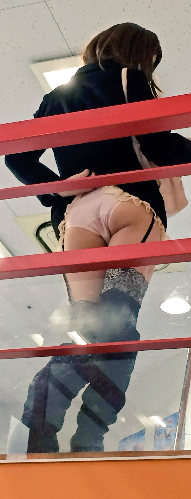 img 60fcffdade92b - 【画像】股間のもっこりが特徴的な男の娘たちのお尻がエロい!!