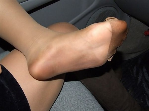 img 6100ff6db4083 - 【画像】パンプスを脱いだ直後の蒸れ蒸れで臭いOLさんの足