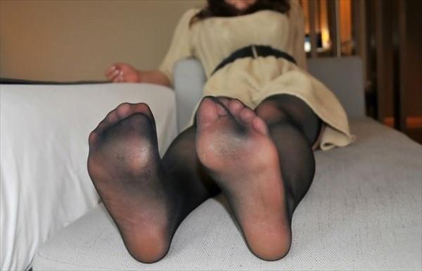 img 6100ff7a2cb82 - 【画像】パンプスを脱いだ直後の蒸れ蒸れで臭いOLさんの足