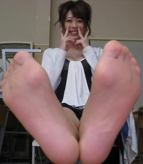 img 610101017f625 - 【画像】パンプスを脱いだ直後の蒸れ蒸れで臭いOLさんの足