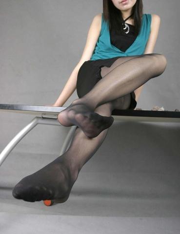 img 6101012da4b6f - 【画像】パンプスを脱いだ直後の蒸れ蒸れで臭いOLさんの足