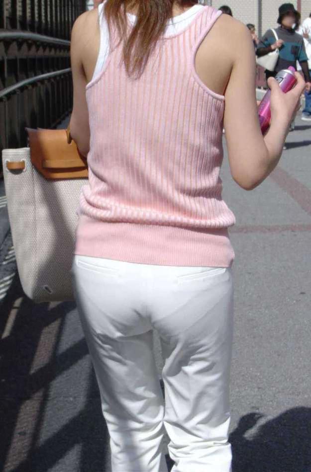 img 610936fbd88ee - 【画像】夏によく見かけるパンティが透けていることに全く気が付いていない天然素人娘