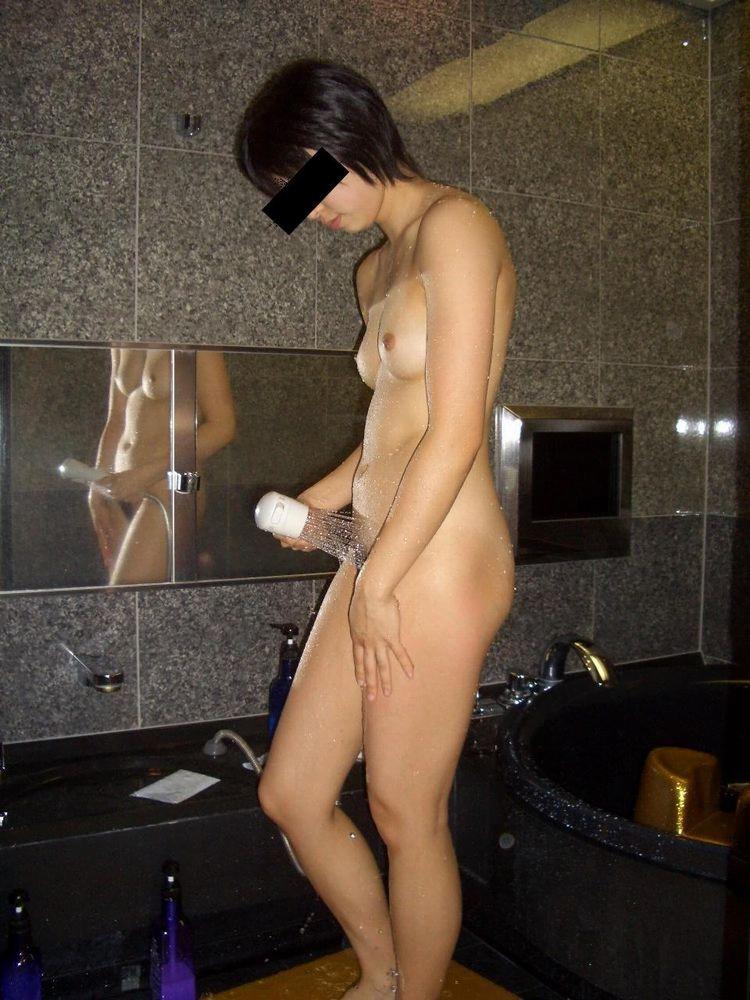 img 61093df796f96 - いちゃラブセックス後の汗と精液をシャワーで流す素人女性たちの画像
