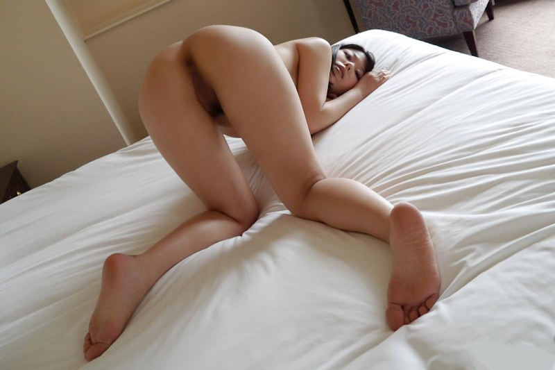 img 610b97072f57f - 【四つん這い】デカい尻とエロい顔で誘ってくる女の子のエロ画像【裸】