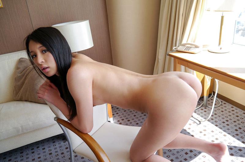 img 610b971ec90b4 - 【四つん這い】デカい尻とエロい顔で誘ってくる女の子のエロ画像【裸】