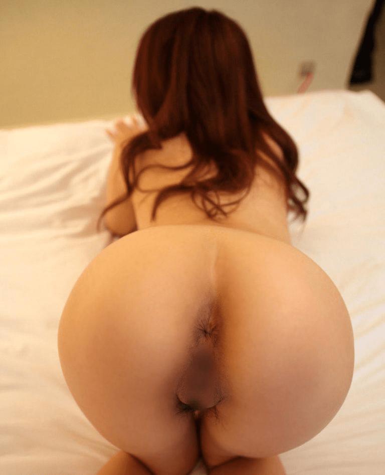 img 610b9831effce - 【四つん這い】デカい尻とエロい顔で誘ってくる女の子のエロ画像【裸】