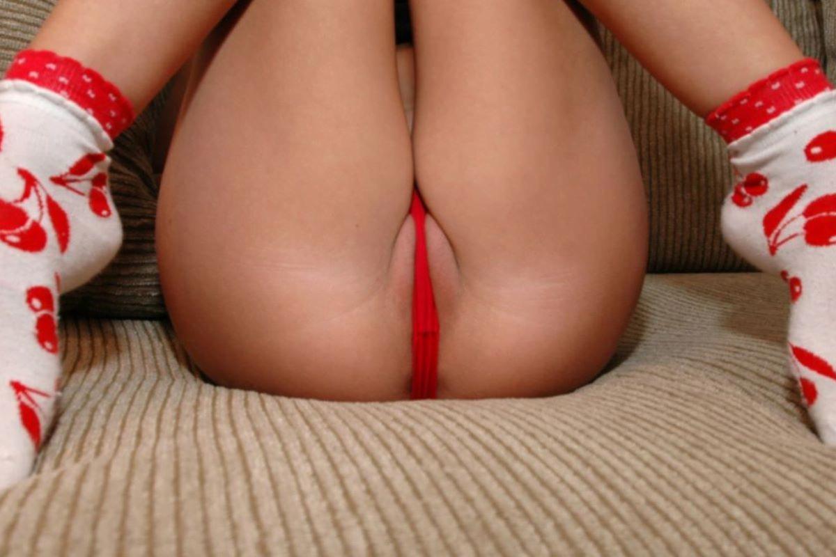 img 6122f197ea496 - 【モザイクなし】パンツのクロッチ部分を食い込ませて誘惑する女さんたちの画像!