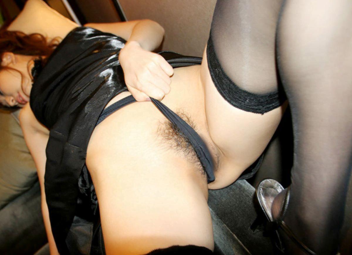 img 61230475ef2b8 - 【モザイクなし】パンツのクロッチ部分を食い込ませて誘惑する女さんたちの画像!2