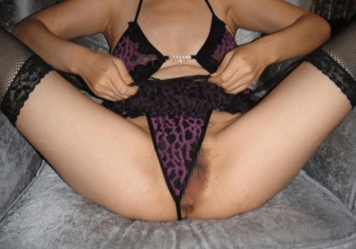 img 61230498f04b7 - 【モザイクなし】パンツのクロッチ部分を食い込ませて誘惑する女さんたちの画像!2